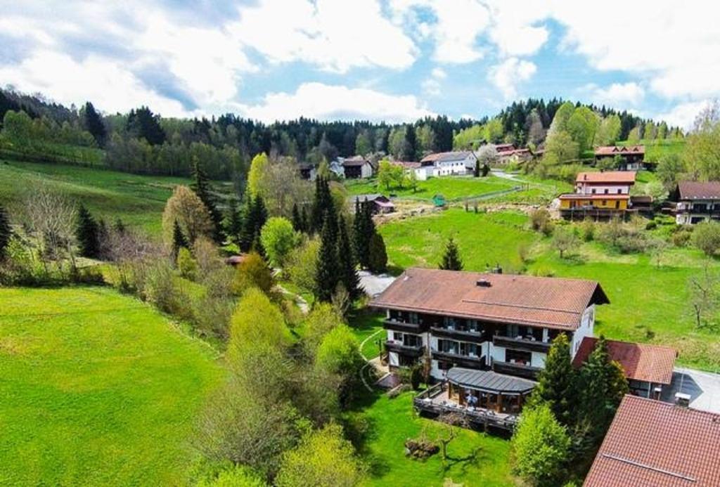 Hotelverkauf mit Eigentumswohnung: Romantisches Hotel im Bayerischen Wald